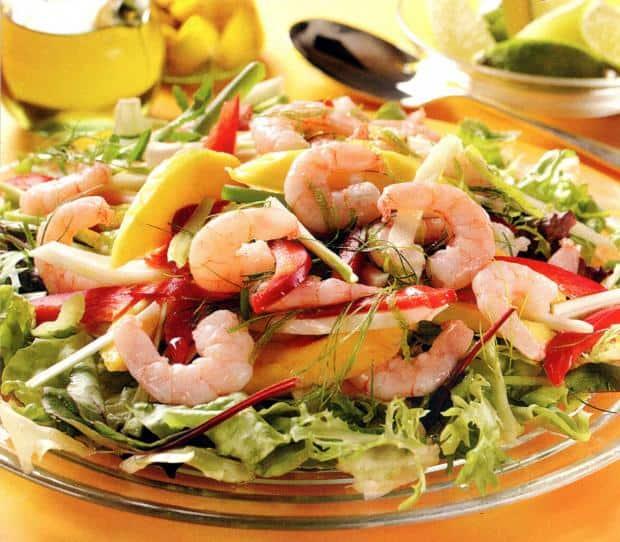 Il piatto di insalata pronto