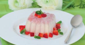 Panna cotta con sottobosco di fragole