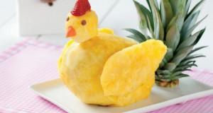 gallina con ananas e frutta