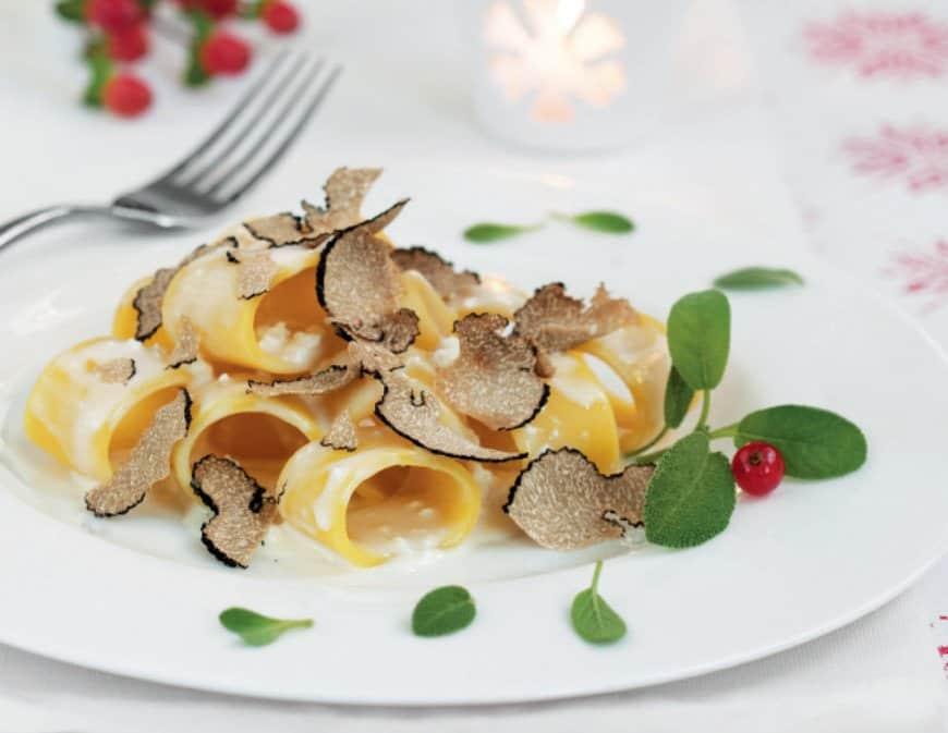 Pasta con Bûche de chèvre e tartufo